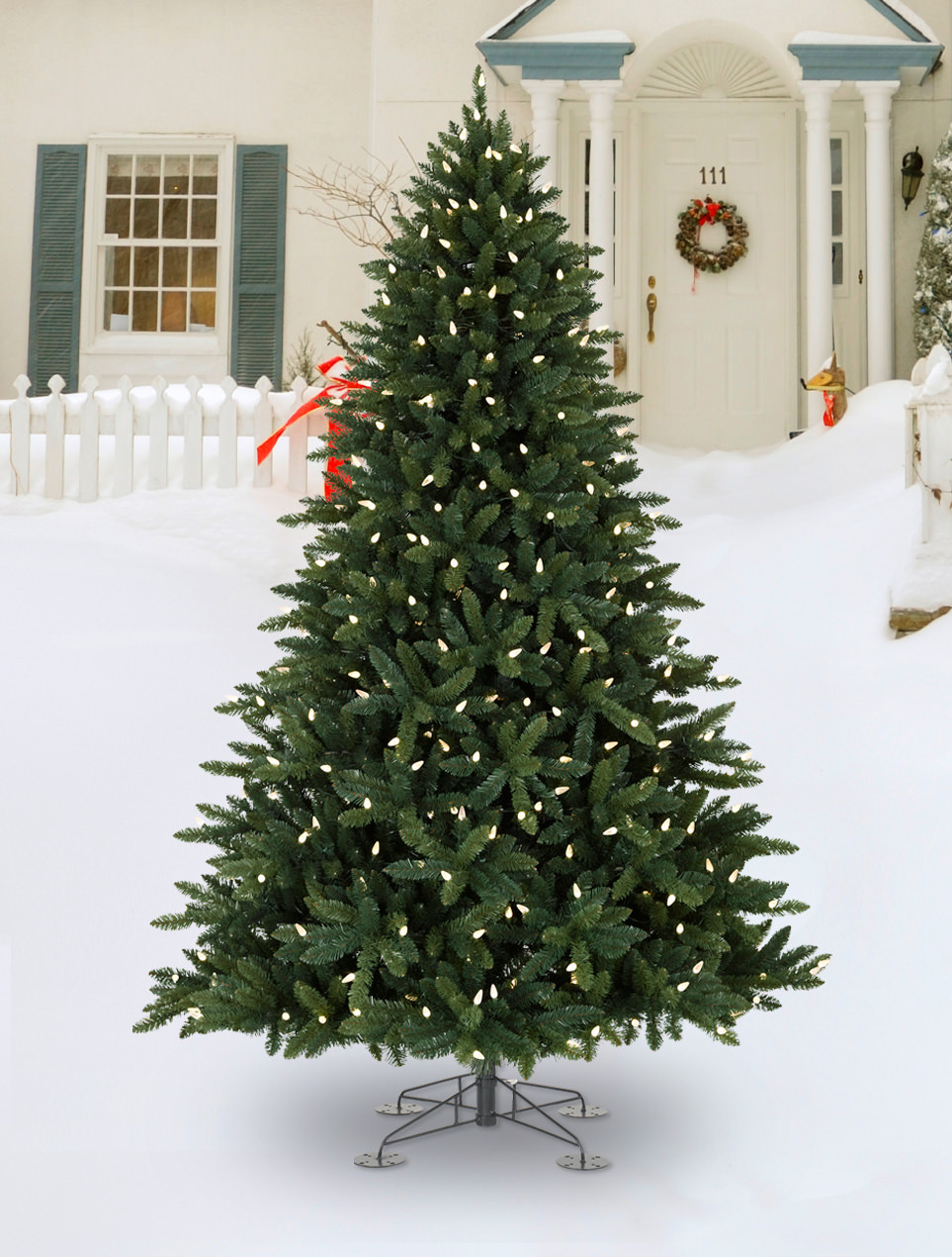 Decorated christmas trees christmas tree for Christmas tree lawn decoration