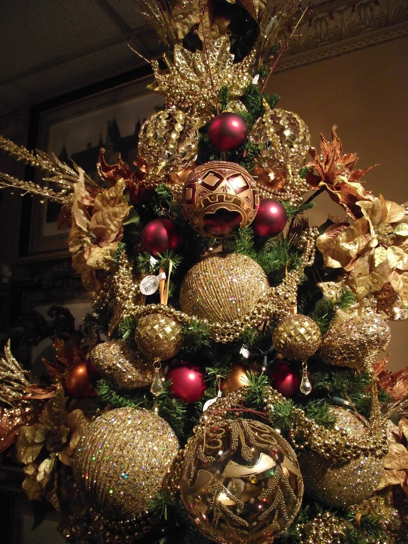 Red And Golden Christmas Tree