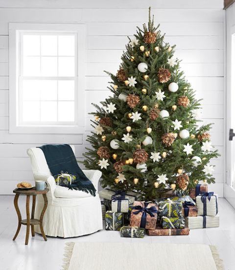 christmas tree decorating ideas with mesh ribbon